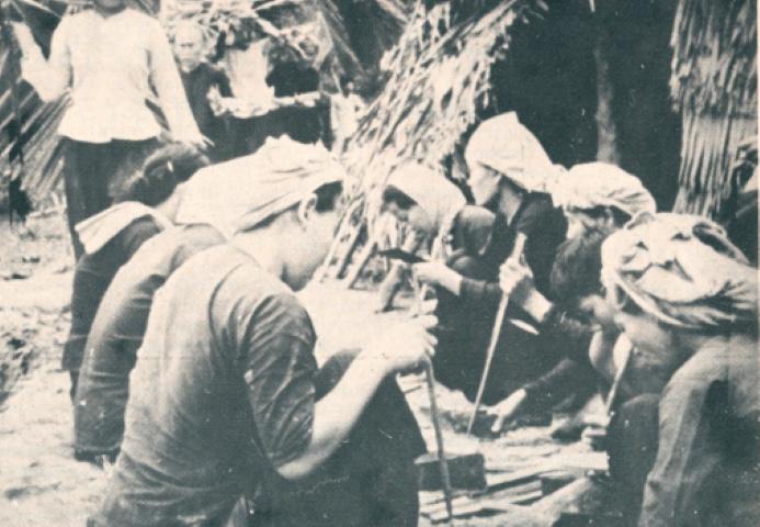 Guerrilla de Mujeres en una unidad de autodefensa. Fuente University of Wollongong Australia