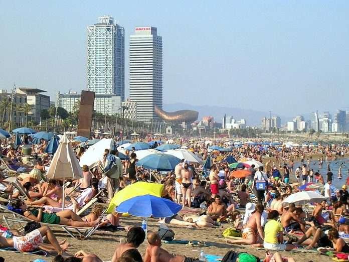 Las-playas-m%C3%A1s-masificadas-de-Espa%C3%B1a-5-wikimedia-Otto-Normalverbraucher-696x522.jpg