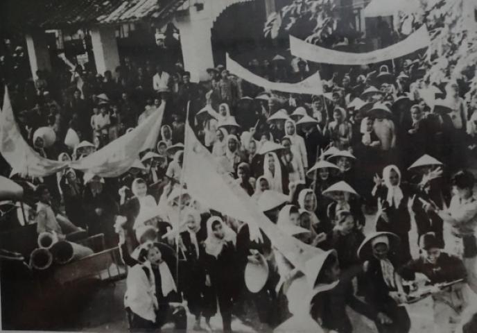 Manifestación política en Ben Tre. Fotografía del archivo del Museo de Ben Tre.
