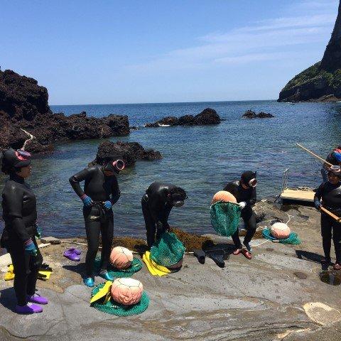 Un grupo de haenyeo después de la jornada de trabajo. Fuente: