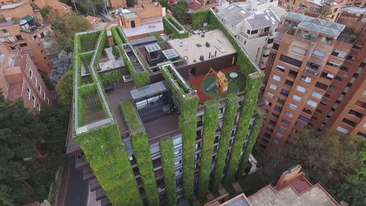 Jardines verticales alrededor del mundo tourse viajes for Edificios con jardines verticales